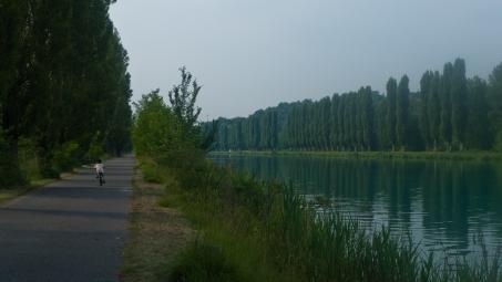 Cycleway along the river Mincio