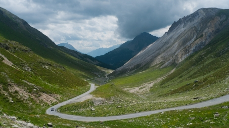 On the road to the Forcola di Livigno between Poschiavo and Livigno
