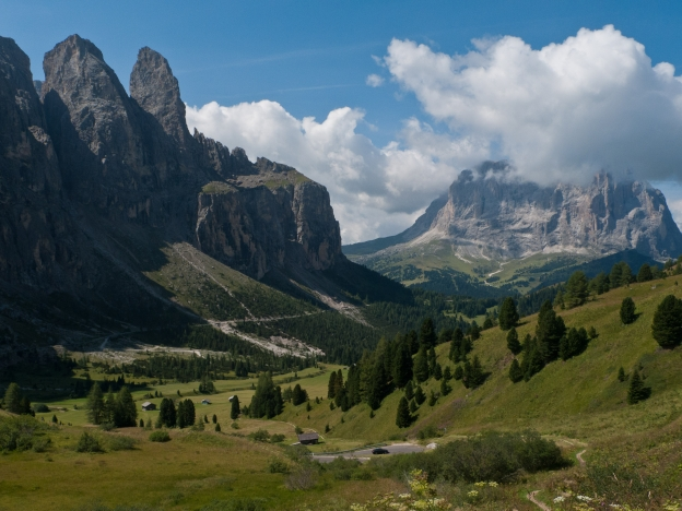 The Sella Ronda: descent from the Grodner Joch