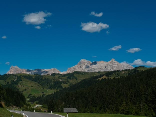 The road from the Passo di Campolongo