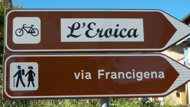 Toscana - sign on the Eroica signposted route
