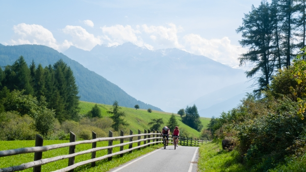 Vinschgau Radweg - cyclists climbing towards the Reschensee