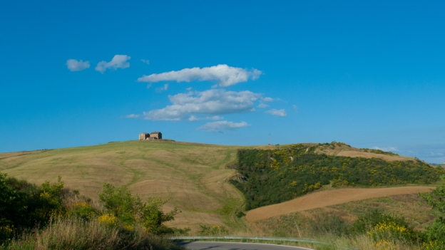 On the Via Lauretana between Pienza and Siena