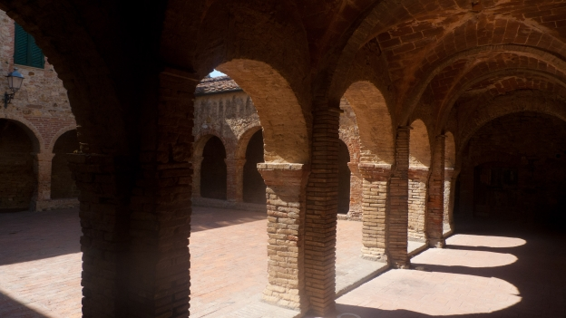 Suvereto: cloister of the ex-convento