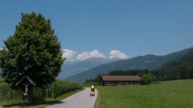 Cyclists on the Drauradweg near Lind im Drautal
