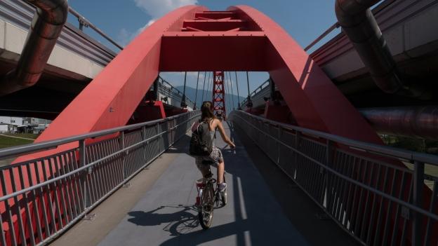 Cyclist-pedestrian bridge ove the Drau (Drava) river at Villach