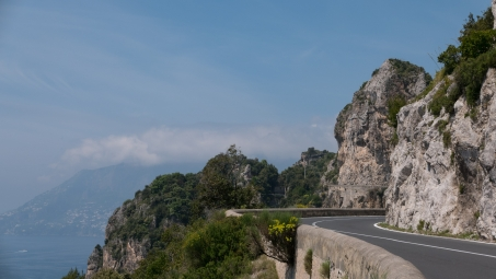 Coast road between Amalfi and Salerno
