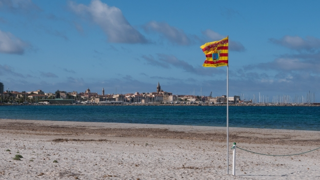 Flag on the beach at Alghero (L'Alguer). The flag reads 'Pais Catala di Sardenya'