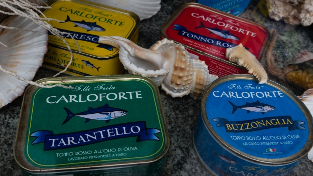 Carloforte: tuna products on display in the Fratelli Feola pescheria