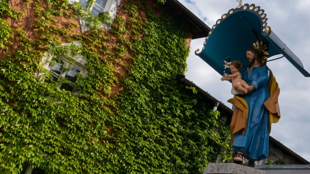 Imst: Josefsbrunnen fountain - Schustergasse