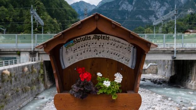 The first verse of Stelutis Alpinis by Arturo Zardini