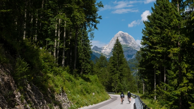 Cyclists on the SP76 heading towards the Lago del Predil