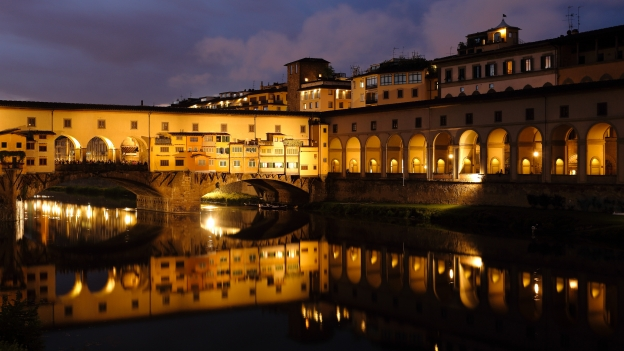 Firenze - the Ponte Vecchio at dusk.
