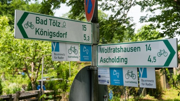 Signs on the München-Venezia cycle route near Geretsried