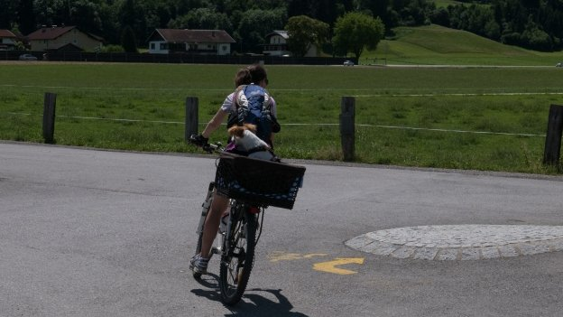 Cyclist (and companion) on the Innradweg section of the München-Venezia cycle route near Wattens