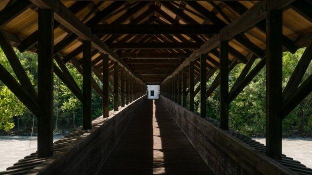 Cyclist-pedestrian bridge over the Inn at Hall in Tirol