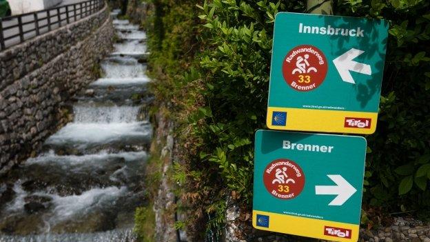 Brenner Radwanderweg signs in Ellbögen