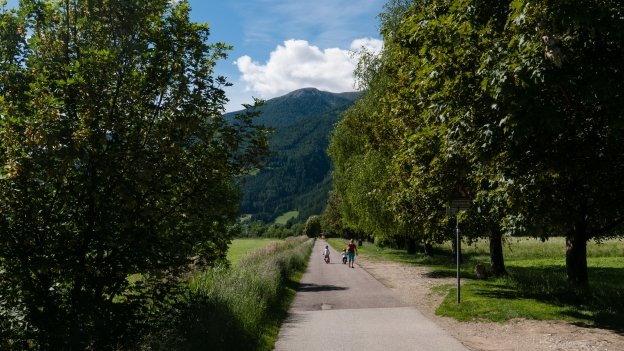 Cyclists on the Brennerradroute section of the München-Venezia cycle route near Sterzing