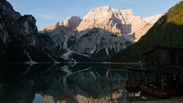 Early morning on the Pragser Wildsee (Lago di Braies)