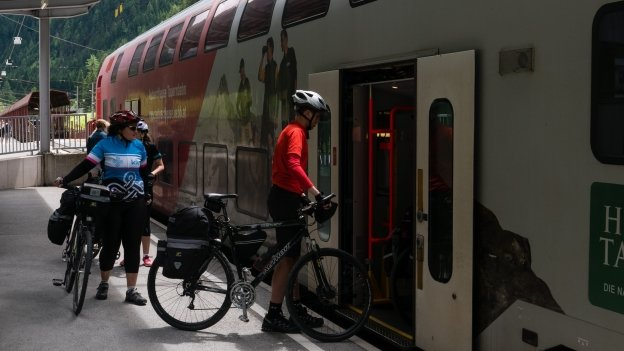 Cyclists boarding the Tauern motorial at Böckstein station