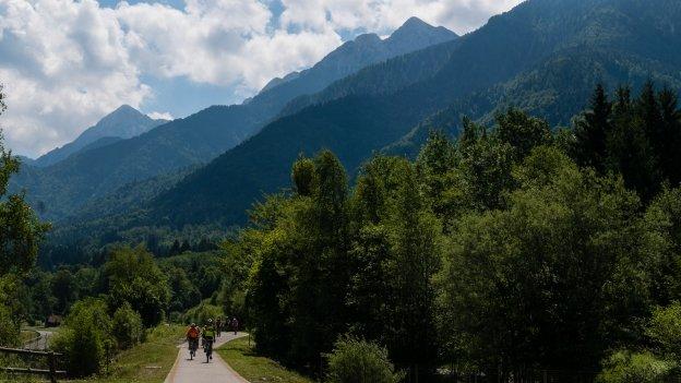 Cyclists on the Ciclovia Alpe Adria Radweg (FVG1) near Bagni di Lusnizza