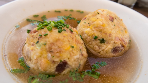 Knödel/Canederli (dumplings made with bread and speck and served in a clear soup).