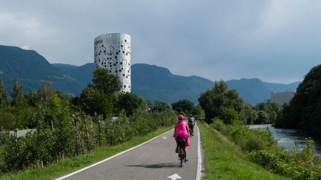 The  Etschradroute cycleway near Bozen (Bolzano)