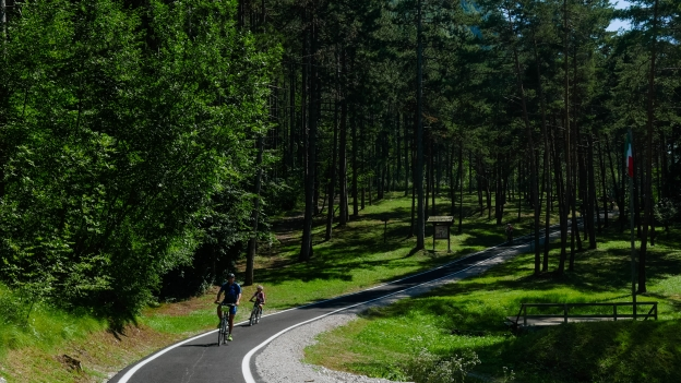 Cyclists on the Valle del Chiese cycleway near Condino