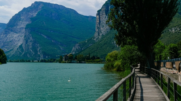 The boardwalk beside the Lago di Toblino
